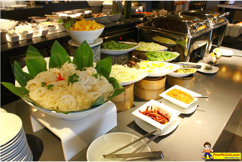 อาหาร Sunday Brunch Buffet - The Square Novotel Patinum